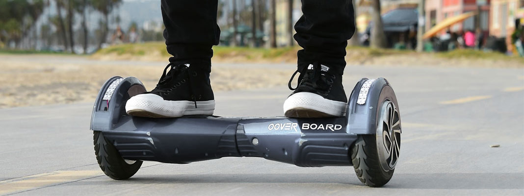 homme sur hoverboard